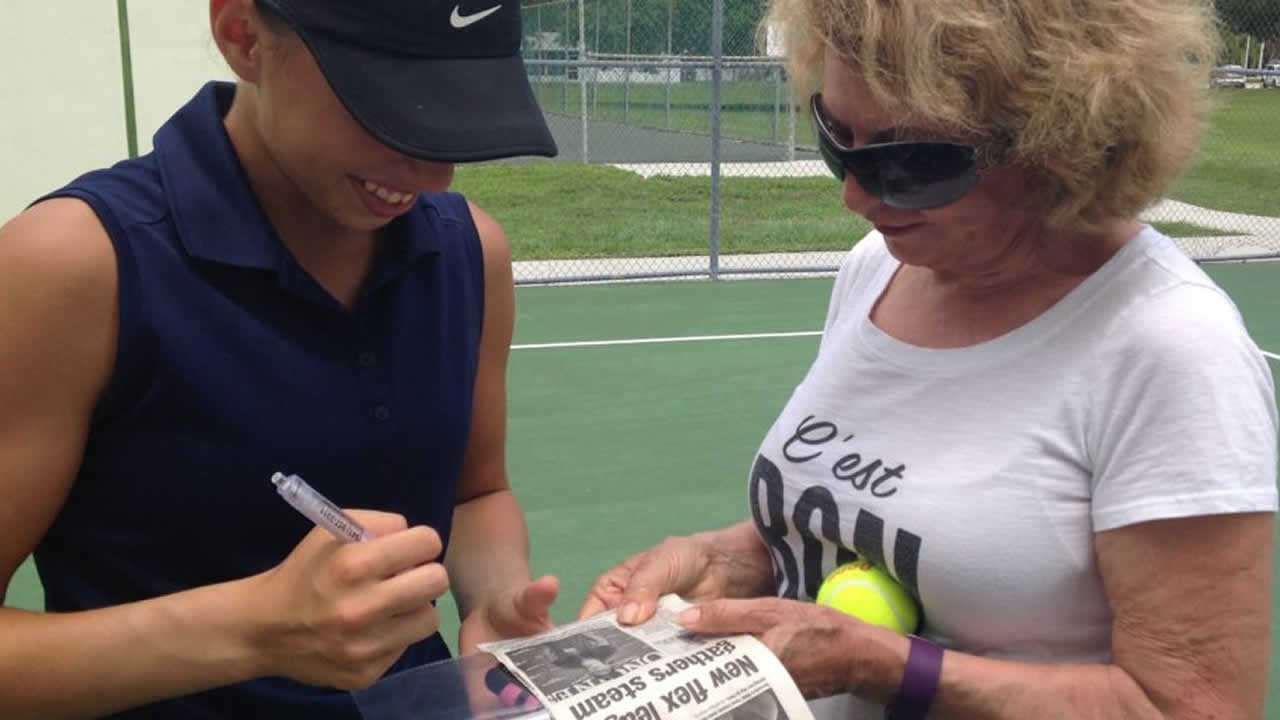 Nikki Yanez Another Autograph for my Biggest Fan